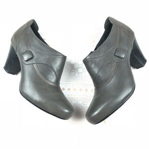 Clarks Bendables 8 W brownish gray ankle boots zip